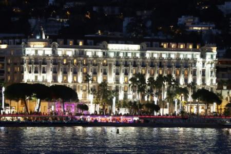 L'hôtel Carlton de Cannes, avec ses 343 chambres, ici le 24 août 2016 (Photo VALERY HACHE. AFP)