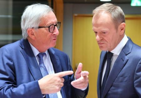 """Juncker craint une réaction """"virulente"""" de la zone euro s'il accepte le budget italien"""