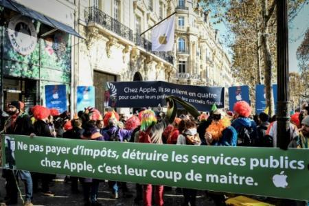 Manifestation à Paris contre Apple,