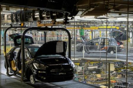 Une chaîne de montage à l'usine PSA Peugeot Citroën de Sochaux, le 6 mars 2014 (Photo SEBASTIEN BOZON. AFP)