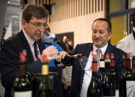Vin: la France regarde au large