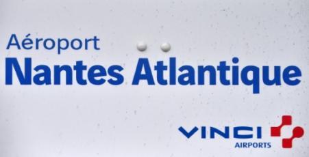 Le logo de l'aéroport Nantes-Atlantique géré par Vinci, à Bouguenais, près de Nantes le 25 juin 2016 (Photo LOIC VENANCE. AFP)