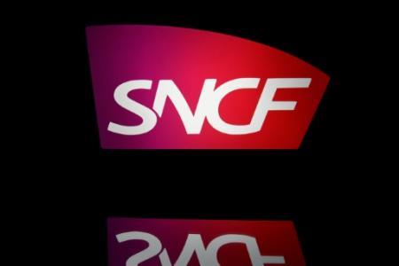 Les manifestants s'opposaient à la réforme qui prévoit, entre autres, la transformation de la SNCF en société anonyme à capitaux publics (Photo Lionel BONAVENTURE. AFP)