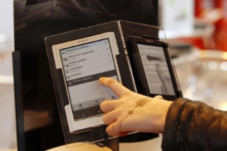 Les ventes de livres numériques reculent de mois en mois aux Etats-Unis, en raison notamment des hausses de prix (Photo FRANCOIS GUILLOT. AFP)