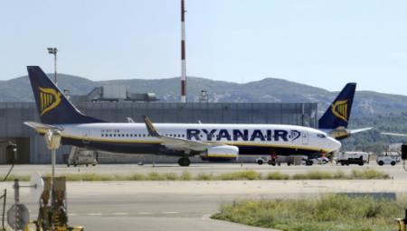 Un avion Ryanair sur le tarmac de l'aéroport de Marseille Provence, le 28 septembre 2010 (Photo ANNE-CHRISTINE POUJOULAT. AFP)