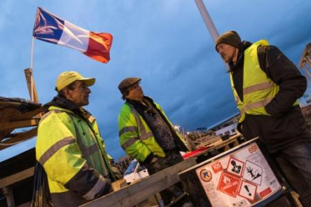 Des 'gilets jaunes' mobilisés à Saint Beauzire (centre de la France), le 6 décembre 2018 (Photo Thierry Zoccolan. AFP)