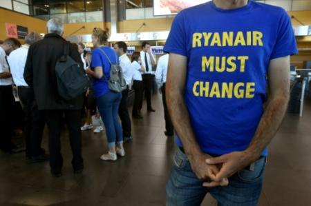 Les pilotes de Ryanair en grève à l'aéroport de Charleroi en Belgique, le 10 août 2018 (Photo JOHN THYS. AFP)