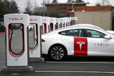 Une voiture Tesla fait le plein dlectricit le 30 janvier 2019  Petaluma Californie Photo JUSTIN SULLIVAN GETTY IMAGES NORTH AMERICA